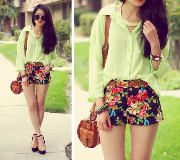 shoes bag heels shorts flowered shorts blouse tumblr green shirt floral jewels flowered shorts green top chambray top green chambray top belt clothes cut off shorts cut offs accesorries necklace bracelets red blue yellow black floral skirt blue skirt cute shorts