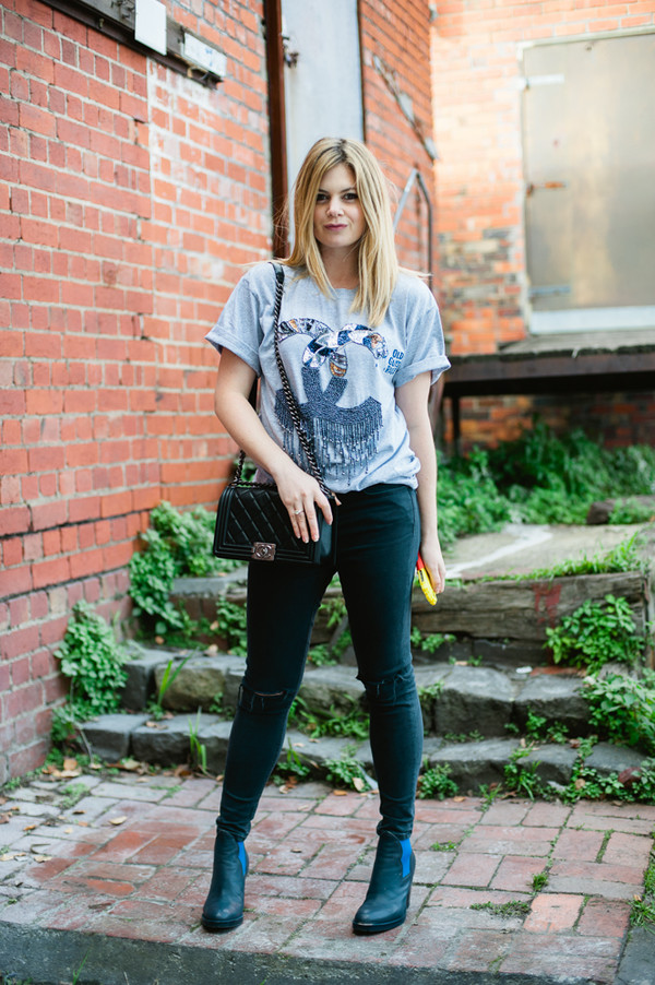 what would karl do t-shirt jeans bag shoes jewels