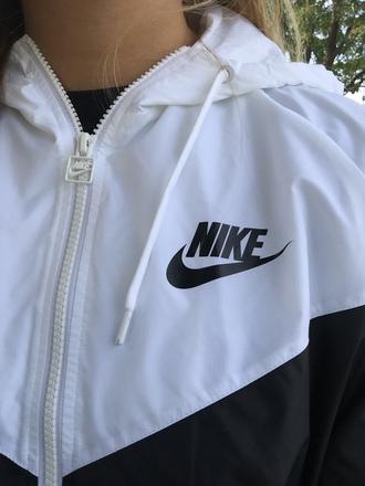 jacket white black nike nike sportswear black nike white nikes black and white black and white nike veste sweater nikewindrunner