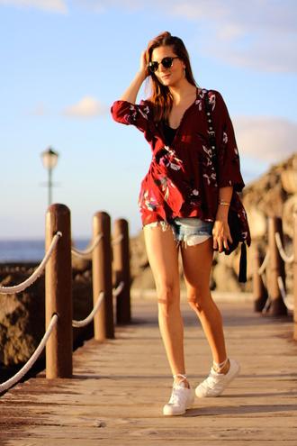 marilyn'scloset blogger blouse shorts shoes sunglasses t-shirt