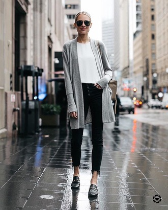cardigan grey cardigan shoes black shoes mules sunglasses top white top jeans black jeans skinny jeans