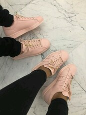 shoes,pastel pink,adidas,addias shoes,modern fashon,pink shoes,pink,adidas pastell shoes,adidas superstars,rose,sneakers,adidas shoes,low top sneakers,pink sneakers,nike,adidas supercolor