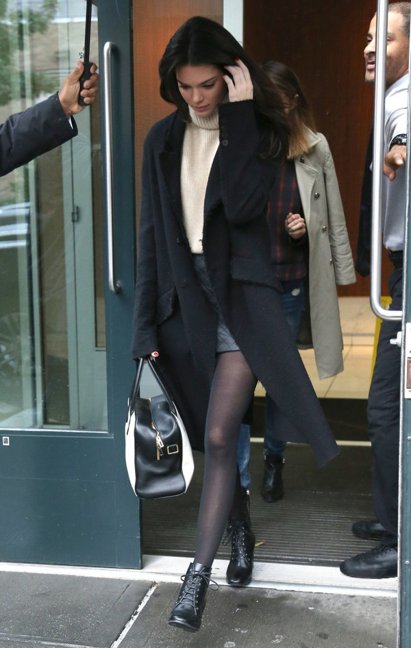 coat kendall jenner fall outfits black coat long coat winter outfits turtleneck sweater