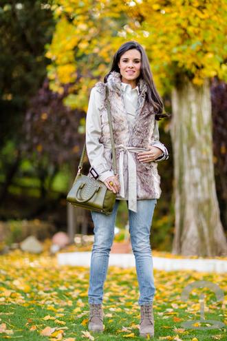 crimenes de la moda blogger bag jeans faux fur winter outfits