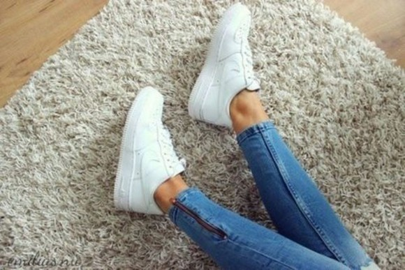sipper blue jeans pants tight perfect shoes white nike skinny jeans nike white