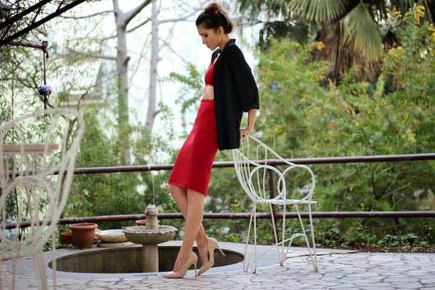 rana demir blogger two-piece red skirt nude high heels top skirt jewels