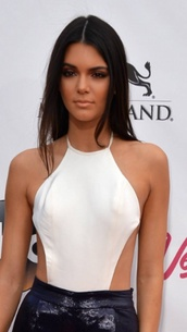 top,kardashians,white,kendall and kylie jenner,white top,fabes fashion,glamour,keeping up with the kardashians