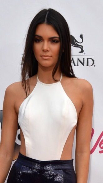 top kardashians white kendall and kylie jenner white top fabes fashion glamour keeping up with the kardashians