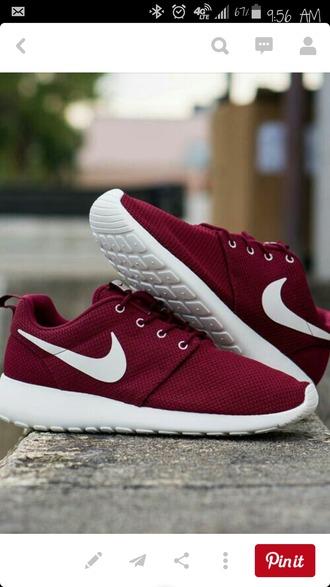 shoes nike nike roshe run burgundy