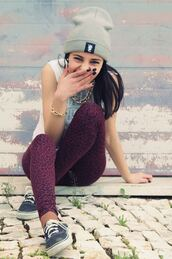 pants,tumblr,leopard print,jewels,print,purple,black,vans,shirt,leggings,beanie,gold,chain,hat,burgundy,chettah print