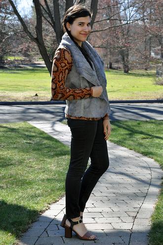 closetfashionista blogger jacket top jeans shoes sandals vest spring outfits