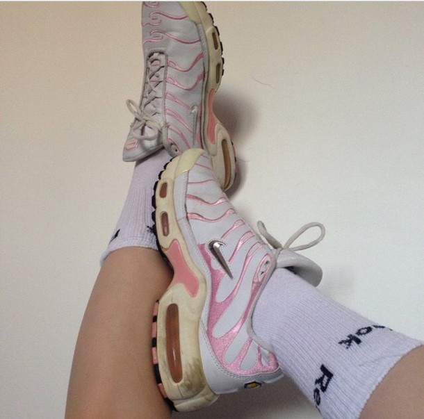 shoes pink shoes pastel pale nike running shoes sportswear instagram nike shoes