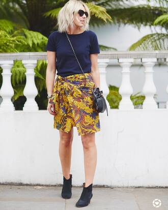 skirt tumblr wrap skirt yellow yellow skirt t-shirt navy boots ankle boots bag crossbody bag sunglasses asymetrical skirt