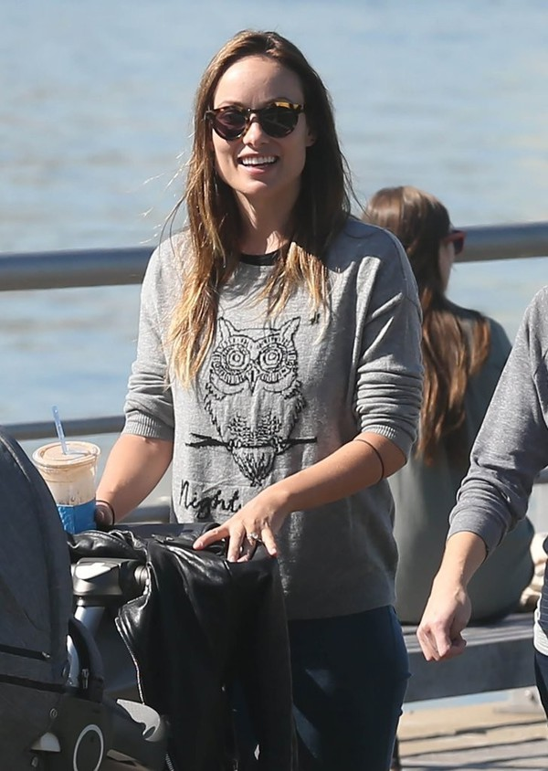 sweater sunglasses fall outfits olivia wilde