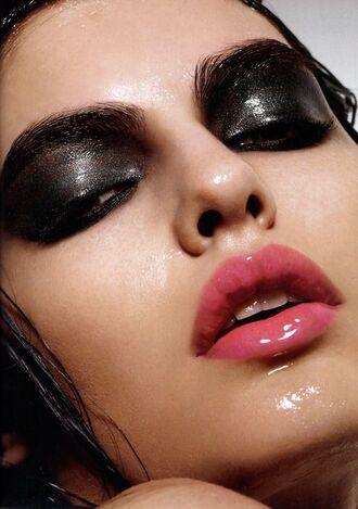 make-up smokey eyes glossy lips pink lips pink lip gloss pink lipstick