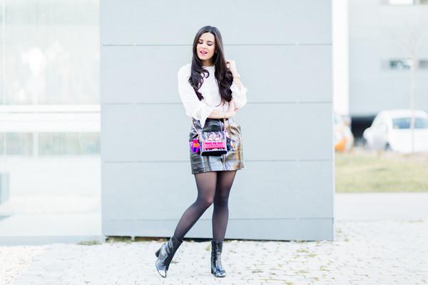 crimenes de la moda blogger blouse sunglasses jacket jewels bag shoes crossbody bag mini skirt ankle boots spring outfits