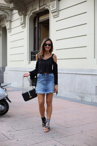 lady addict blogger bag sunglasses black top long sleeves off the shoulder denim skirt black bag frayed denim frayed skirt frayed denim skirt