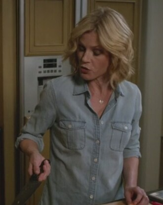 shirt chambray claire dunphy julie bowen modern family