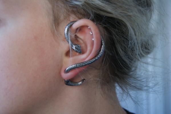 earrings silver rock cute grey jewels black jewels snake ear cuff snake ear cuff goth jewels boucle d'oreille