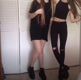jeans grunge outfit black halter neck top boots crop long shirt t-shirt ripped jeans black t-shirt crop tops black jeans graphic tee shoes dark grunge goth shoes long hair noir taille haute trous hole dress pants t-shirt dress all black everything short