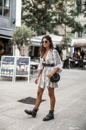 dress,printed dress,snake print,black boots,belt,bag,sunglasses