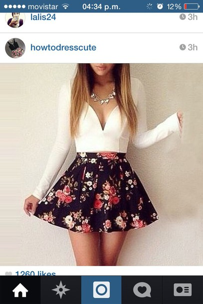 top dress blouse white crop tops v-neck crop top long sleeve crop top skirt the top white with a black printed a v neck shape white crop tops white v neck floral black skirt floral