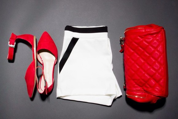 shorts red bag shoes bag red shoes red whiteshorts