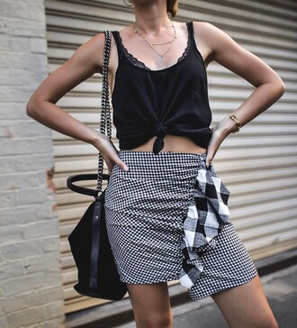 skirt tumblr mini skirt ruffle ruffle skirt gingham top black top black crop top crop tops necklace gold necklace bag black bag chain bag bracelets gold bracelet gingham skirt wrap ruffle skirt asymetrical skirt