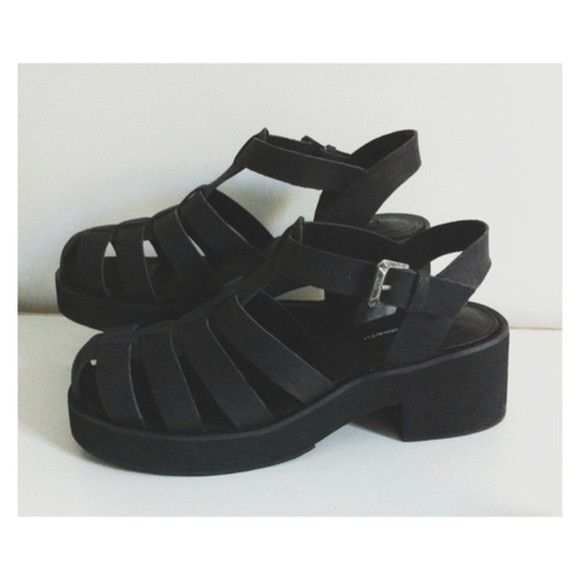 shoes grunge soft grunge black 90s hipster 90s grunge pastel pastel goth jelly shoes 90s grunge romper street goth gothic goth hipster jeffrey campbell fashion sandals black shoes summer shoes summer medium heels flat sandals chunky sandals