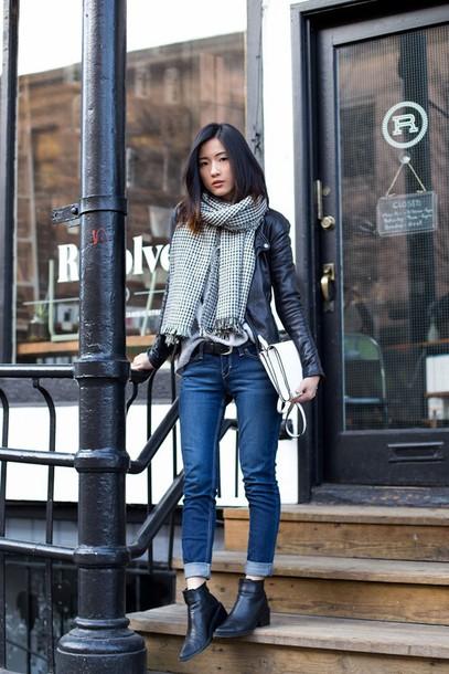 von vogue blogger jeans scarf bag chelsea boots leather jacket