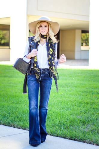 kim tuttle blogger flare jeans 70s style skull printed scarf felt hat mini bag silk scarf