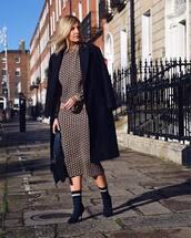 skirt,midi skirt,pencil skirt,pattern,sock boots,coat,black coat,sweater,handbag