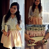 skirt,light pink skirt,white clutch