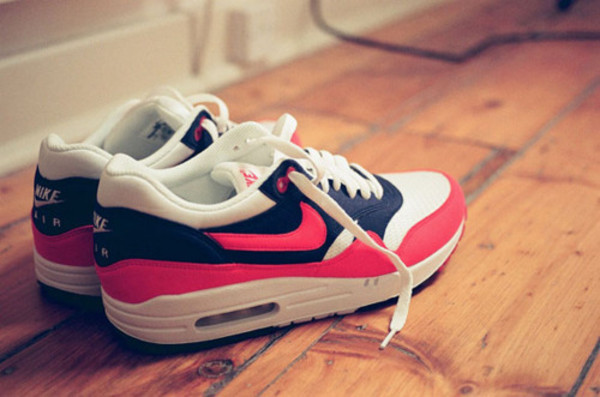 shoes nike air max pink blue nike air air max nike air max 1 air max air max air max white sweater white laces black bag dark blue swag shoses one girly nike air force air max air max 1 essential nikeair