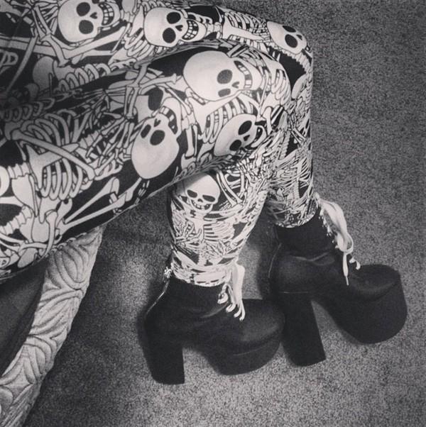 pants skeleton skeleton bones white bones black white pumps scary halloween scary costumes funny leggings
