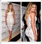 dress,khloe kardashian,keeping up with the kardashians,white dress,nude high heels,balmain,waffle like silver and white  pencil dress.