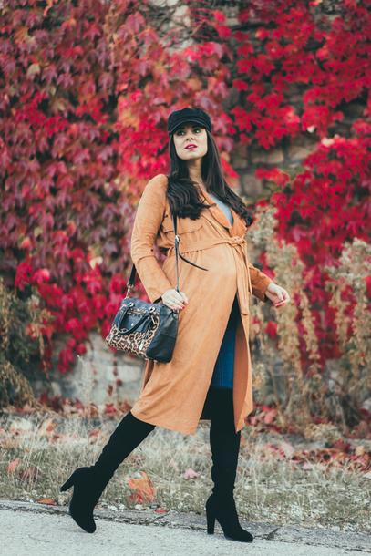 crimenes de la moda blogger jacket hat jeans t-shirt bag shoes fall outfits boots over the knee boots maternity