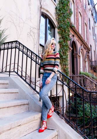 yael steren blogger top jeans shoes sunglasses jewels make-up nail polish