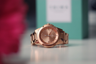 carolina krews blogger gold watch valentines day gift idea