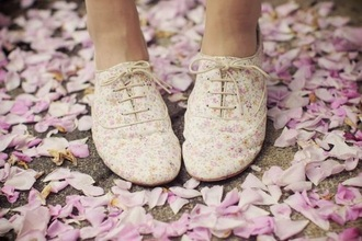 shoes oxfords oxford flats fashion floral shoes vintage shoes for her light pink flowered flirting with fashion flirty girly girlygirl