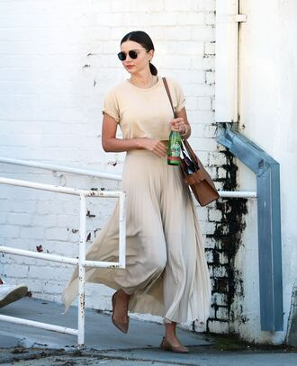 skirt maxi skirt miranda kerr top pleated pleated skirt model off-duty crop tops flats shoes