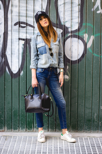 shoes and basics blogger jeans shoes denim jacket round sunglasses skinny jeans black bag snapback white sneakers