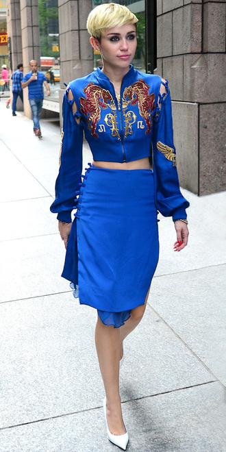 top all blue all blue outfit blue top jacket long sleeves skirt blue skirt pointed toe pumps pumps white pumps miley cyrus celebrity style celebrity