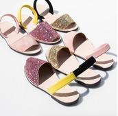 shoes,del rio london,sparkle,sandals,flat sandals,summer,summer  shoes,open toes,pink shoes,gold shoes,Sparkle shoes