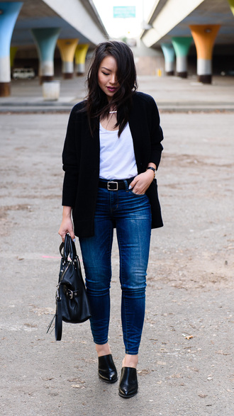 the fancy pants report blogger back to school college casual fall outfits black cardigan black belt black leather bag