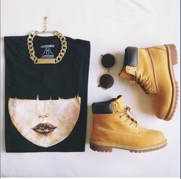 sweater timberlands and gold chain