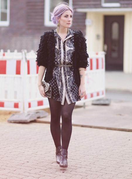 like a riot blogger dress texture patterned dress black jacket jewels belt coat bag shoes