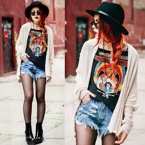le happy shorts denim shorts new york city revamped shorts jeans holidays streetstyle High waisted shorts hat shirt cardigan
