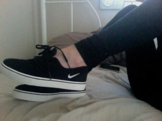 shoes black white black and white nike nike shoes cute shoes just do it