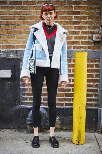 jacket nyfw 2017 fashion week 2017 fashion week streetstyle blue jacket shearling jacket sweater grey sweater v neck jeans denim black jeans skinny jeans black skinny jeans shoes black shoes bag printed bag red hair
